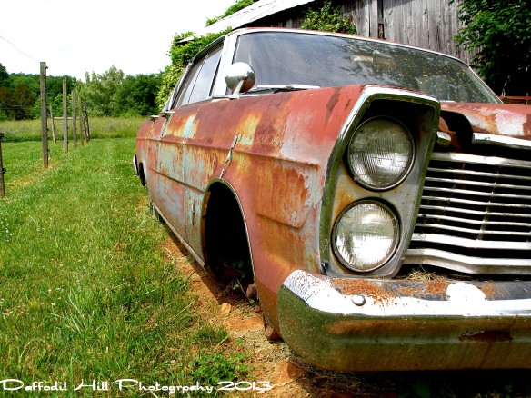 Old cars in the color of  rust is just too cool!